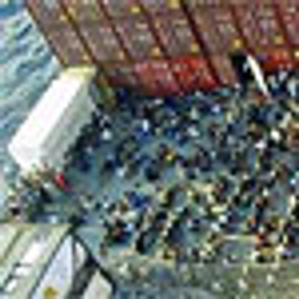 Båtflyktninger på dekke av frakteskipet Tampa