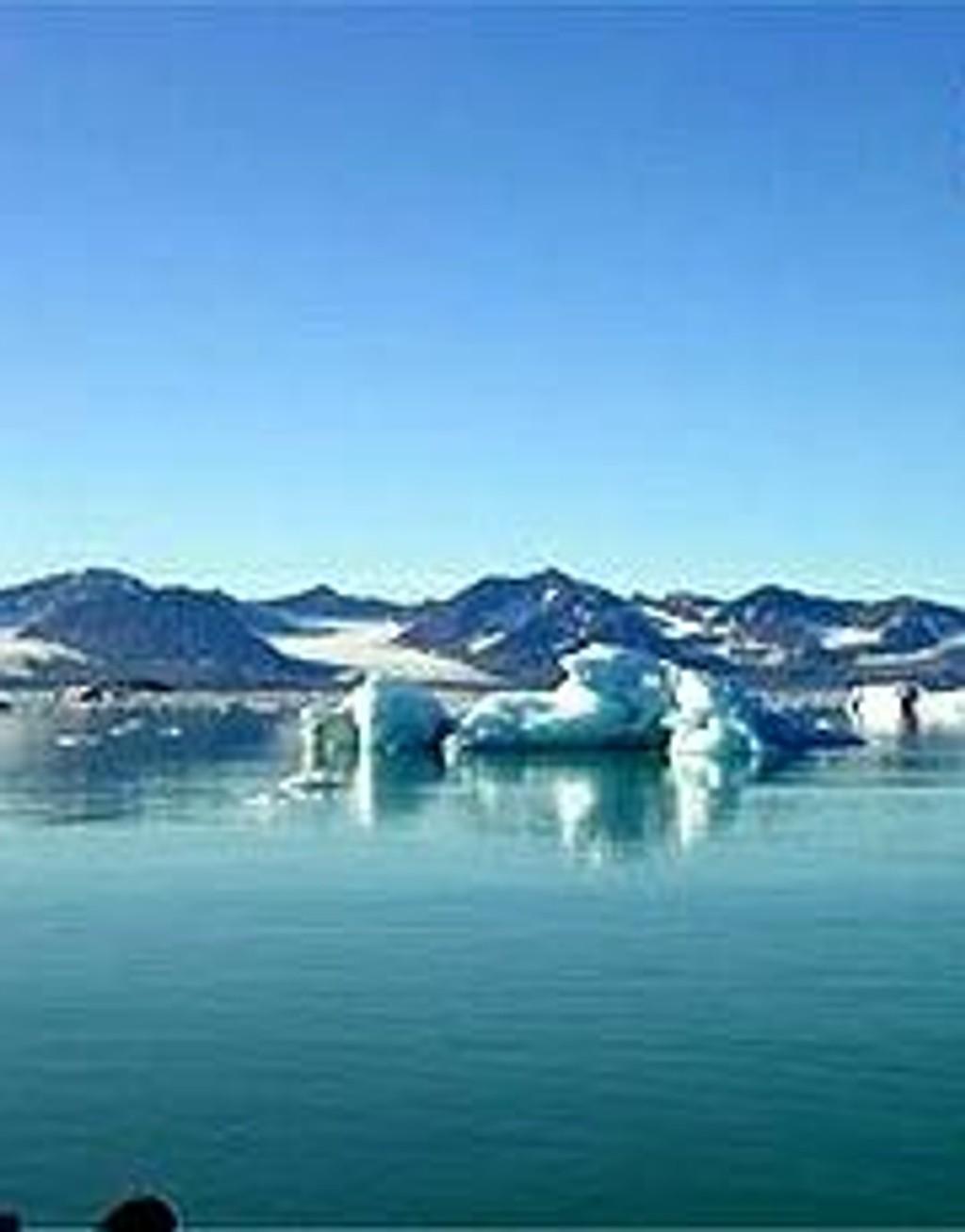 Isfjell i Kongsfjorden på Svalbard.