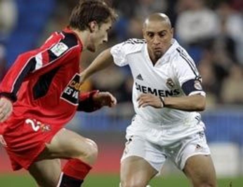 Real Madrid og Roberto Carlos røk ut av cupen for Valladolid og Jose Manuel Mateo.