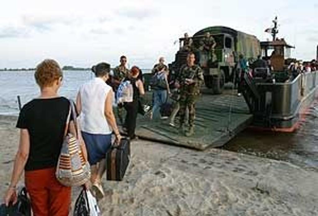 Franske statsborgere ble evakuert torsdag.