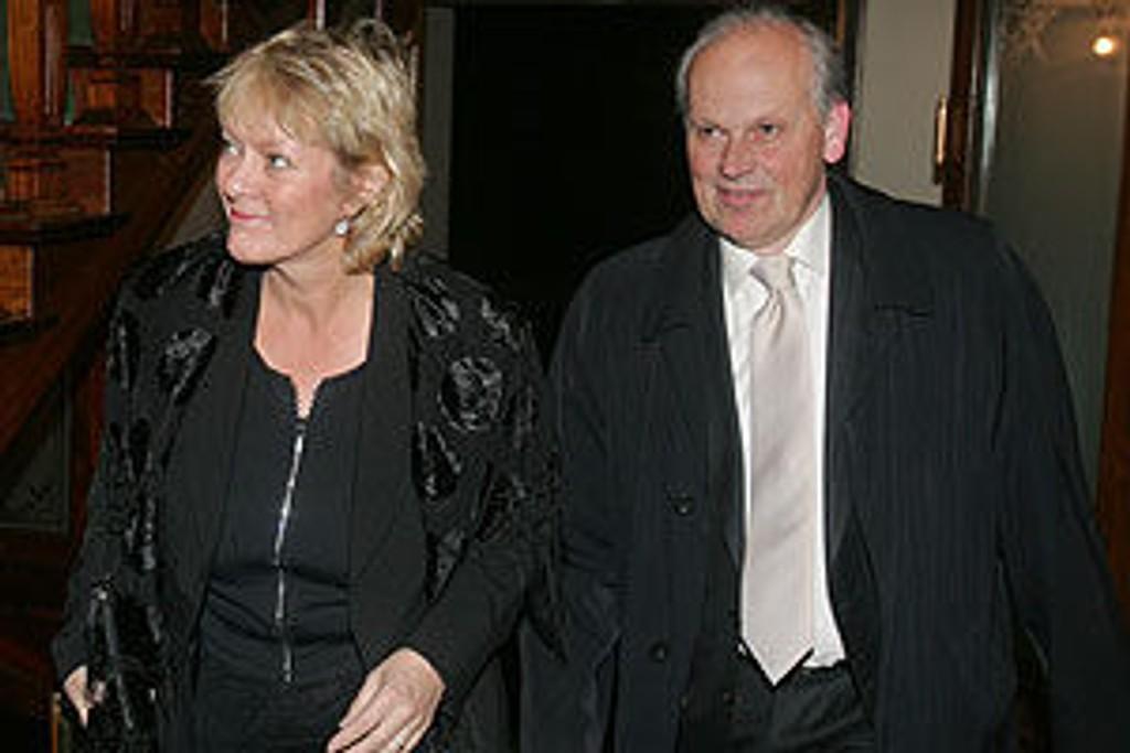 Oslo Høyres leder, Michael Tetzschner, her sammen med samboer Kristin Clemet på Bondevik-regjeringens avskjedsmiddag.