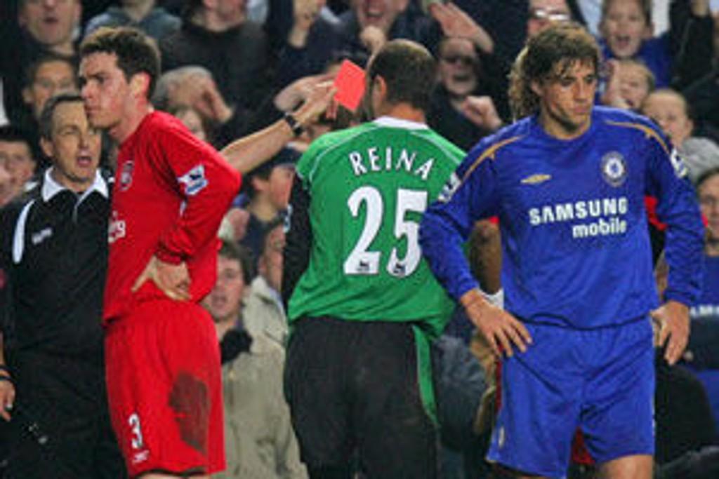 Reina blir utvist i kampen mot Chelsea 5.2.2006.