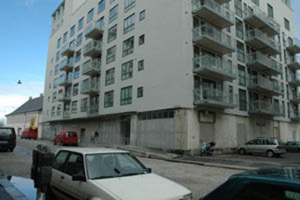 Luksusleiligheten ligger i denne bygningen, midt i arbeidsplassen til de prostituerte i Bergen sentrum.