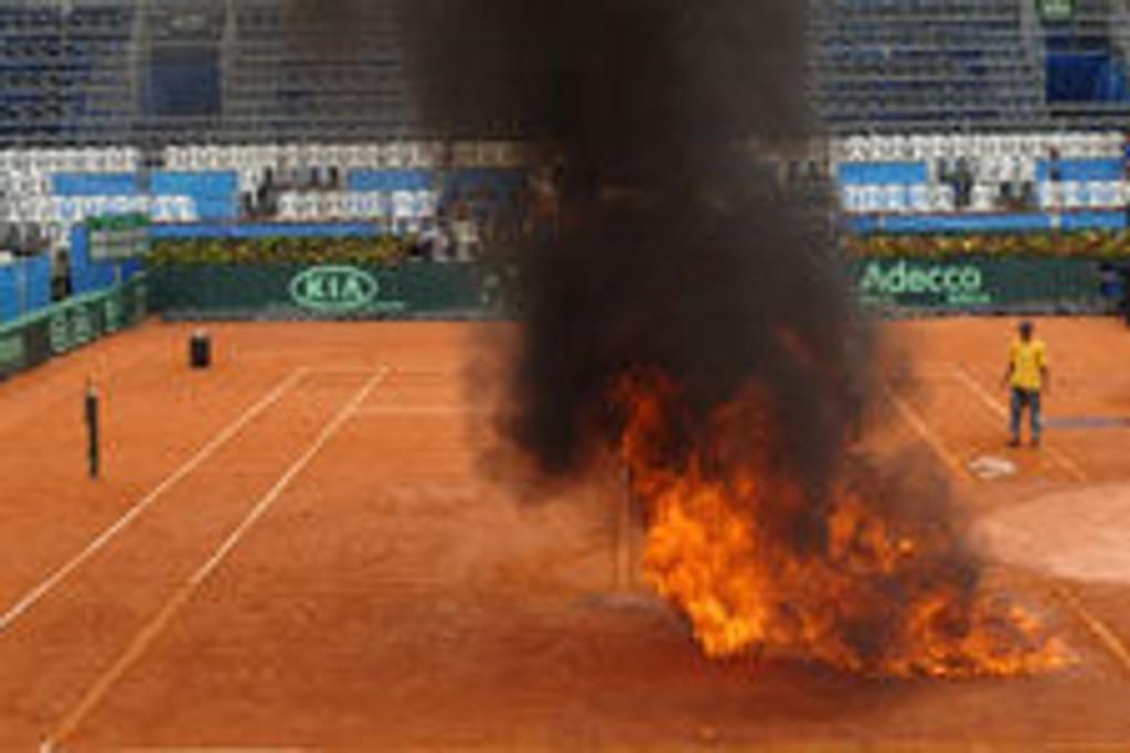Arrangørene satte fyr på svenskenes Davis Cup-arena.