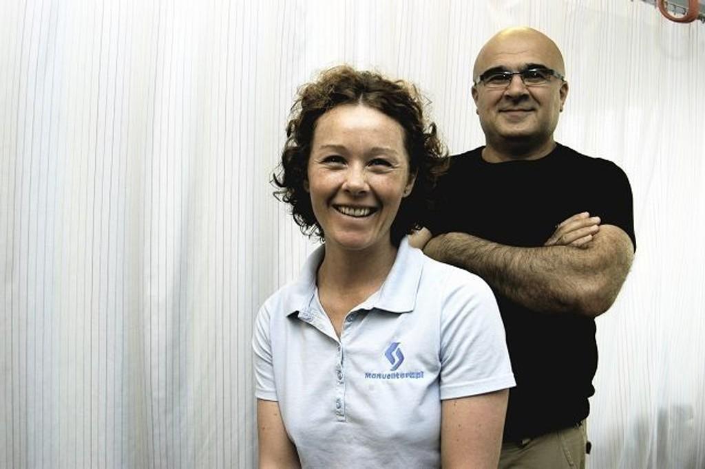 Akutt: Trine Torvund og Jose Haghighi er to av manuellterapeutene som driver Manuellterapi-Akutten på Oppsal. Foto: Espen Mathisen