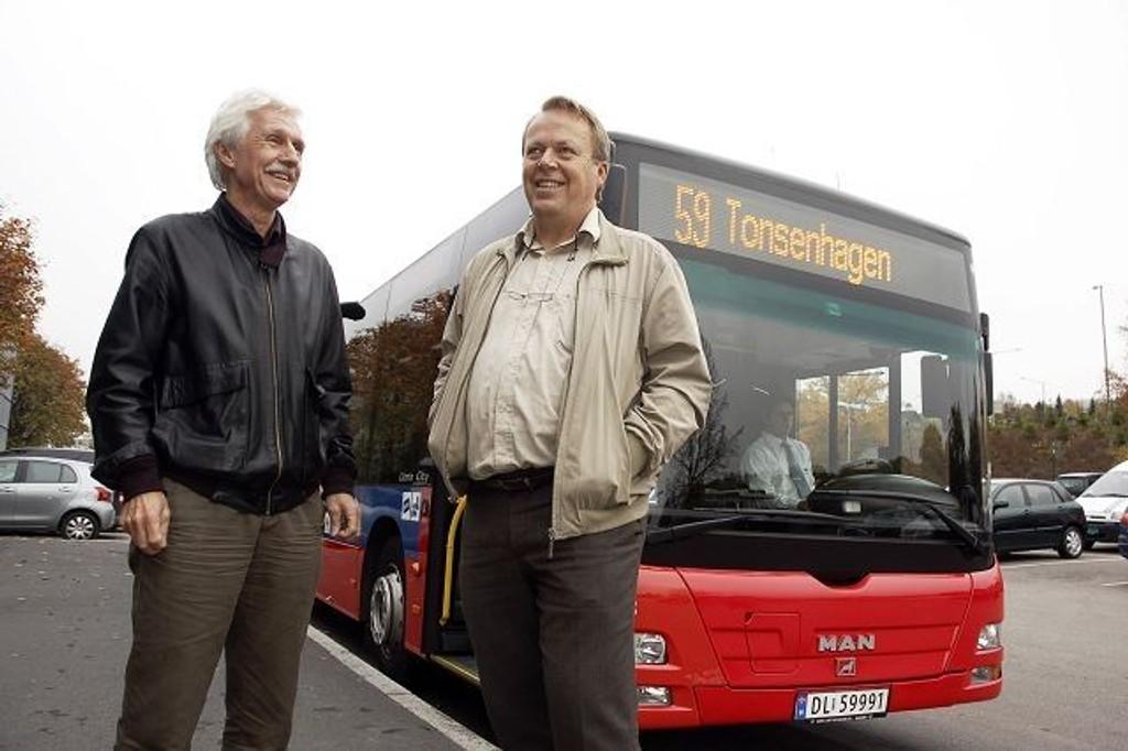 Klar til avgang: Petter Daae Slipher fra Plankontoret for Grouddalen og Hans Andreas Fristad fra Oslo Sporveier er godt fornøyd med at busslinje 59 er på plass.