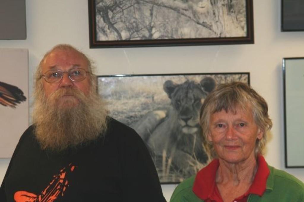 Roar Kneppen og Eli Nyhuus inviterer deg til å se deres utstilling på St. Hanshaugen kjøpesenter.
