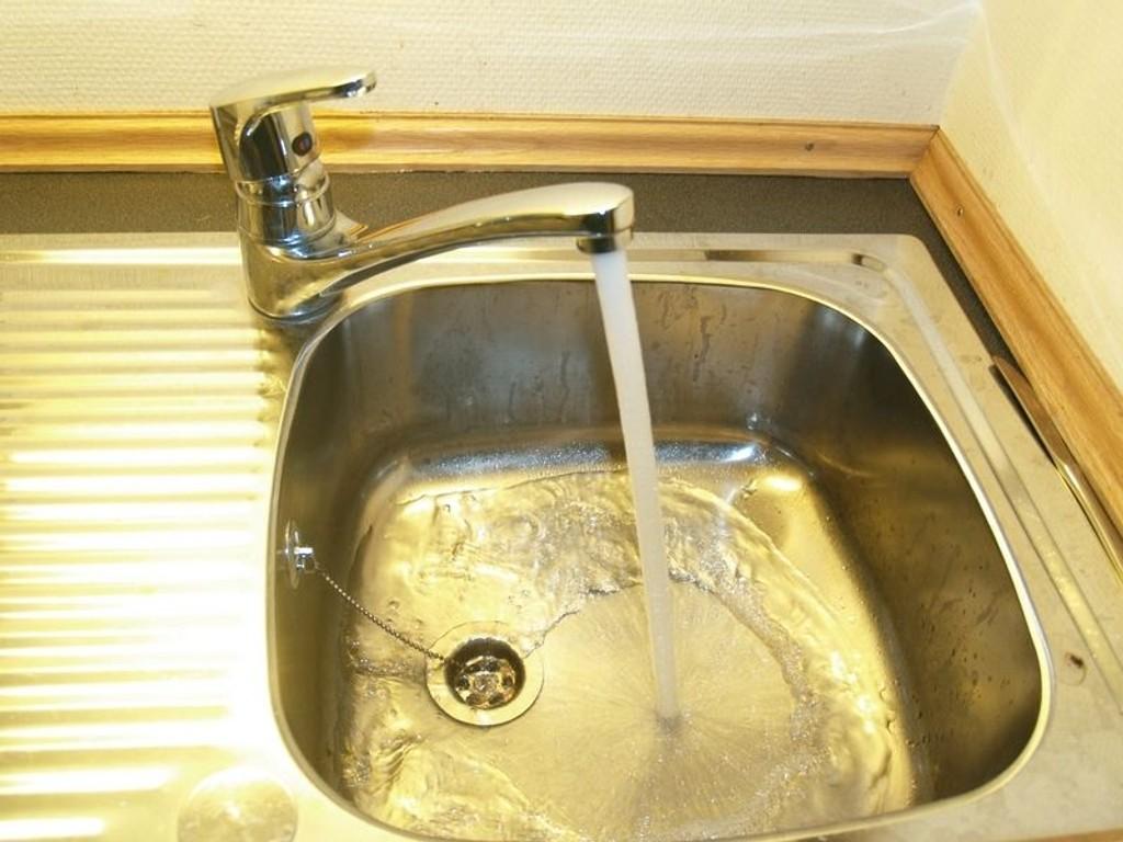 Det er funnet parasitter i drikkevannet i Oslo, og Vann- og avløpsetaten ber folk la være å drikke det.