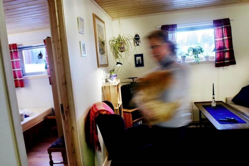 MANGE KJELLERMENNESKER: Huseiernes Landsforbund anslår at 20 prosent av befolkningen bor i leid bolig, og at 70 prosent av disse igjen bor i sokkel-/kjellerleiligheter. (Foto: Henrik Björnsson)