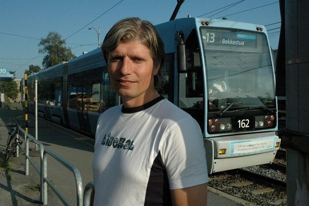 Ola Elvestuen, her avbildet på Lilleaker under valgkampen, vil ikke si noe om hvorvidt han har lyst til å bli nestleder eller ikke. Foto: Vidar Bakken