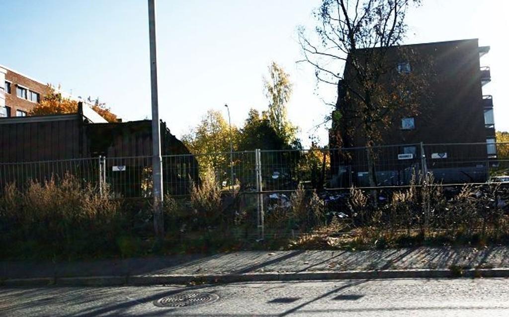 Brant ned: Politioverbetjent Grete Lien Metlid mener det fortsatt er for tidlig å fastslå brannårsaken i garasjeanlegget på Haugerud.
