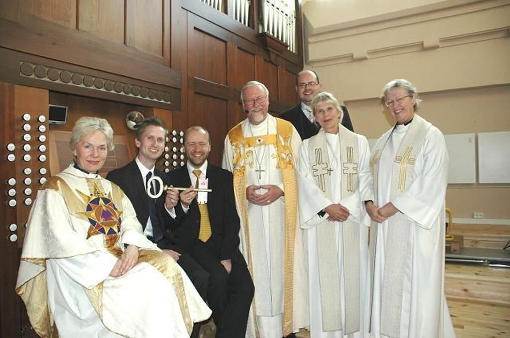 Anne Marie Hindal, Gjermund Brenne, Lars Otto Birkeland, Ole Christian Kvarme, Simon Hebeisen, Ragnhild Koren og Hanne Hoff var strålende fornøyd etter å ha gjennomført den første gudstjenesten på fem år med ekte orgelmusikk.