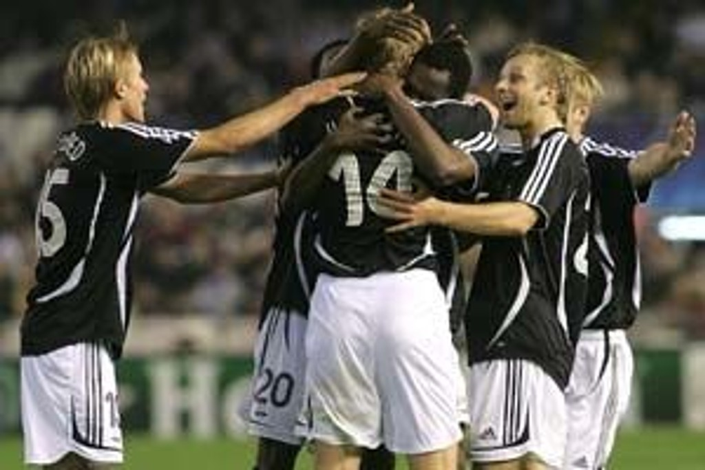 senborg's celebrates his first goal during the Champions League Group B football match agaisnt Rosenborg at the Mestalla stadium in Valencia, 06 November 2007.