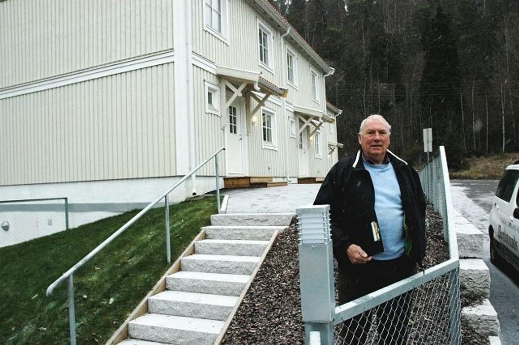 : Etter 18 års kamp mot kommunen kan Olav Arne Øye nå se sine fire nye boliger nederst i Nordstrandveien klare for innflytting. 18 års kamp - et snaut års byggetid, kommenterer han.