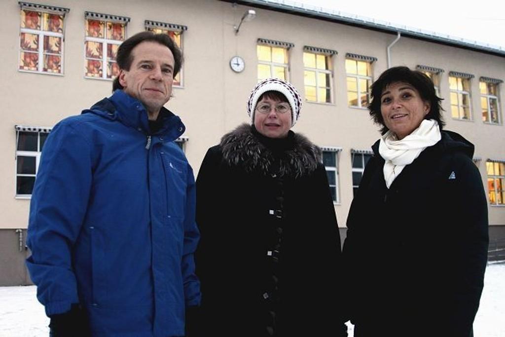 Vigdis Grasto (i midten) i Furuset Allidrett og tidligere leder i diabetesverkstedet, Kirsti Bjerkan er glad for at Jan Bøhler og regjeringen har bevilget penger til helseforebyggende tiltak i Groruddalen.