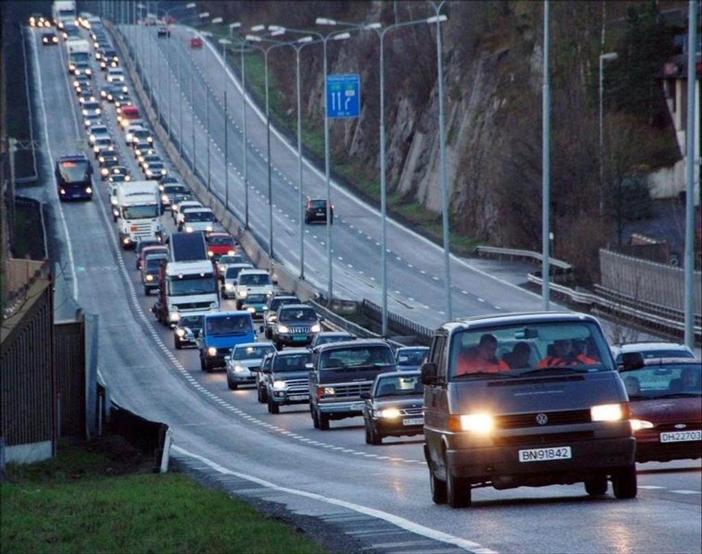OVER OG UT: Fra 2009 er det definitivt slutt for privat bruk av minibusser i landets kollektivfelt.