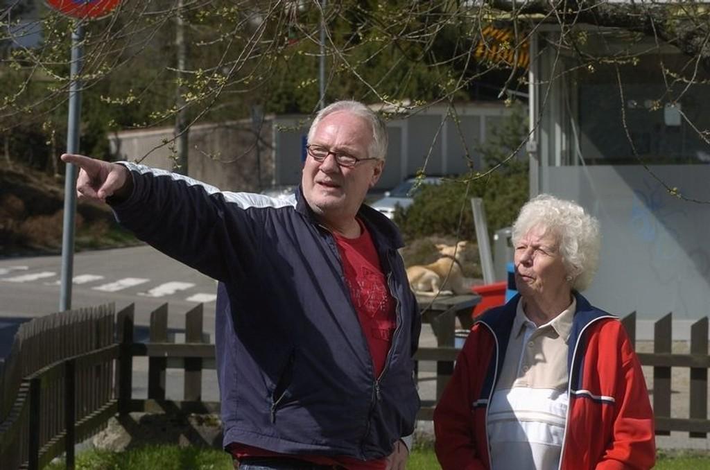 På gamle trakter: Knut Sundar sammen med Reidun Toftesund, som fortsatt bor i Nylænde 1.