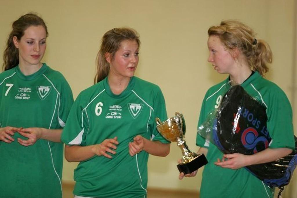 Maria Tsikalakis og Kine Bratsberg var med å vinne sølv med Vestli.