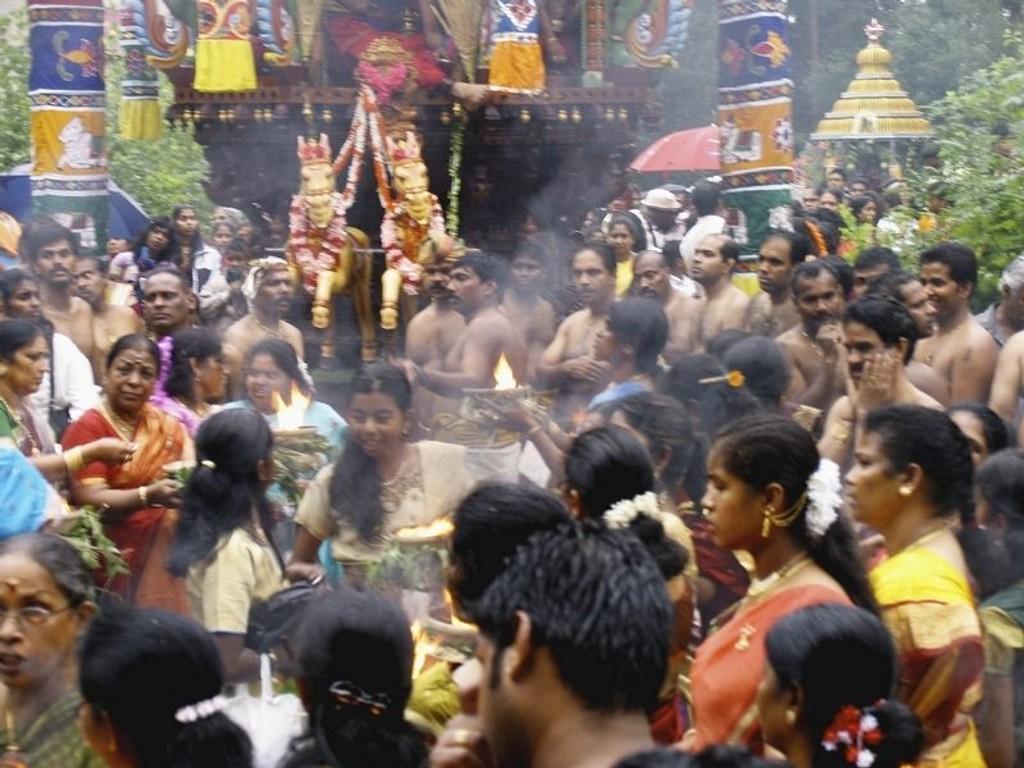 Hinduenes tempelårsfest på Rødtvet ble et stort og flott arrangement med flere tusen deltakere.