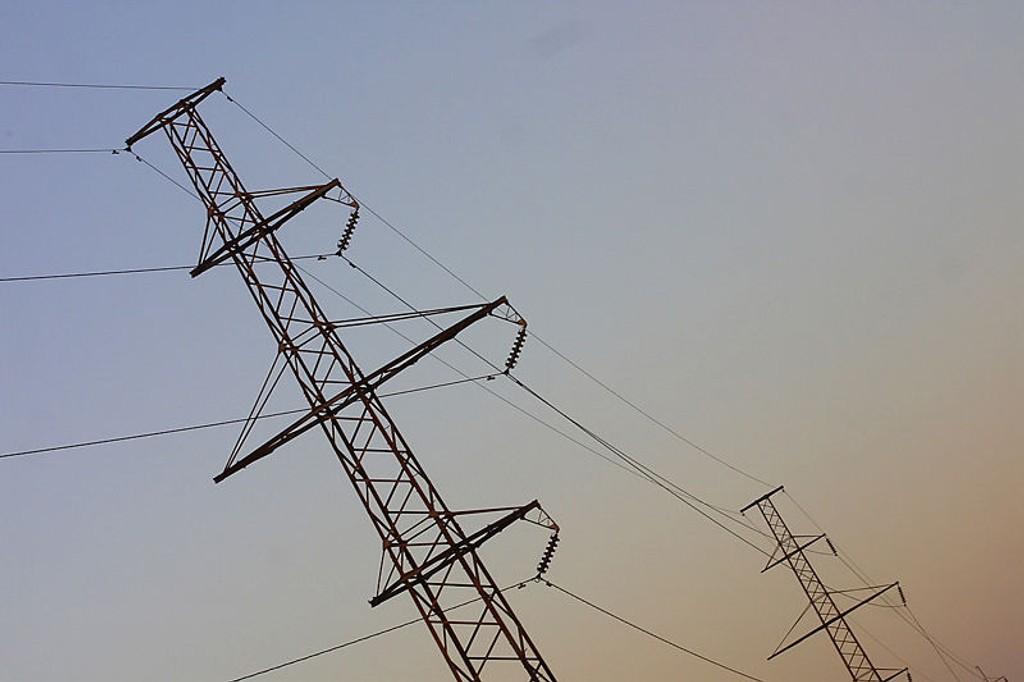 Røykutvikling i en transformatorstasjon på Korsvoll har ført til strømstans i Oslo.