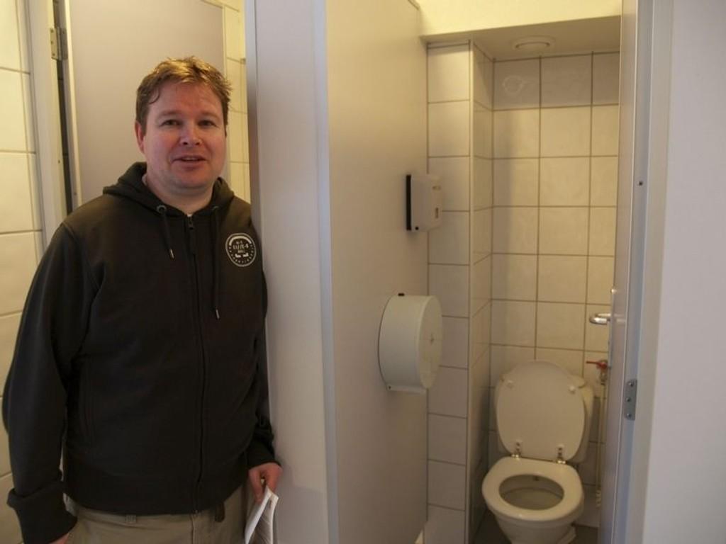 Styreleder Oddbjørn Hansen håper fellesbad snart er en saga blott, men vil ikke håpe for mye.