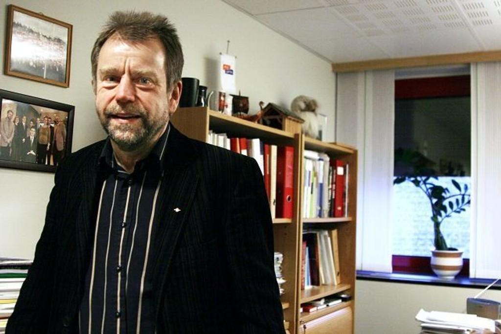 Norvald Mo bruker mye tid aktivitet for barn og unge på Stovner.  Det er utrolig viktig, sier han.