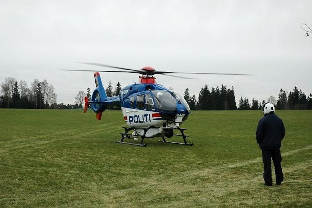 Politiet vil fortsette å fly helikopteret fra basen på Gardermoen inntil byantikvaren har gitt grønt lys for utbygging.