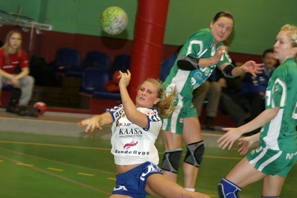 Nedtur: Lillann Eeg Kjærnsmo og NIF lykkes ikke med mye mot Våg.