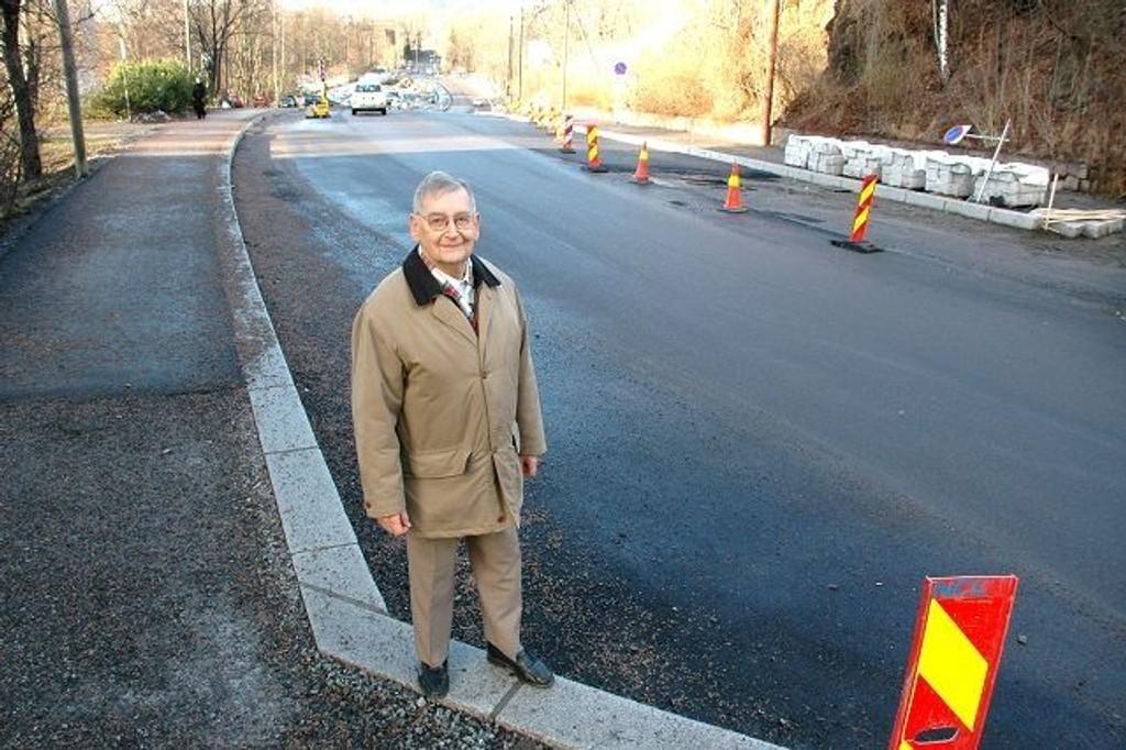 """Arne Bye, leder for aksjonsforeningen """"La Majorstuen Leve"""", er fornøyd med at sykkelveibyggingen er i gang i Blindernveien."""