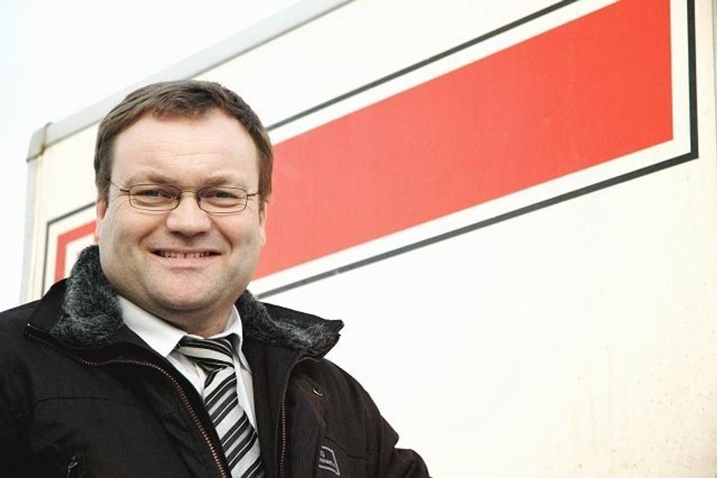 Styremedlem Eirik Monn-Iversen håper at næringslivet er interessert i å reklamere på tilhengeren.