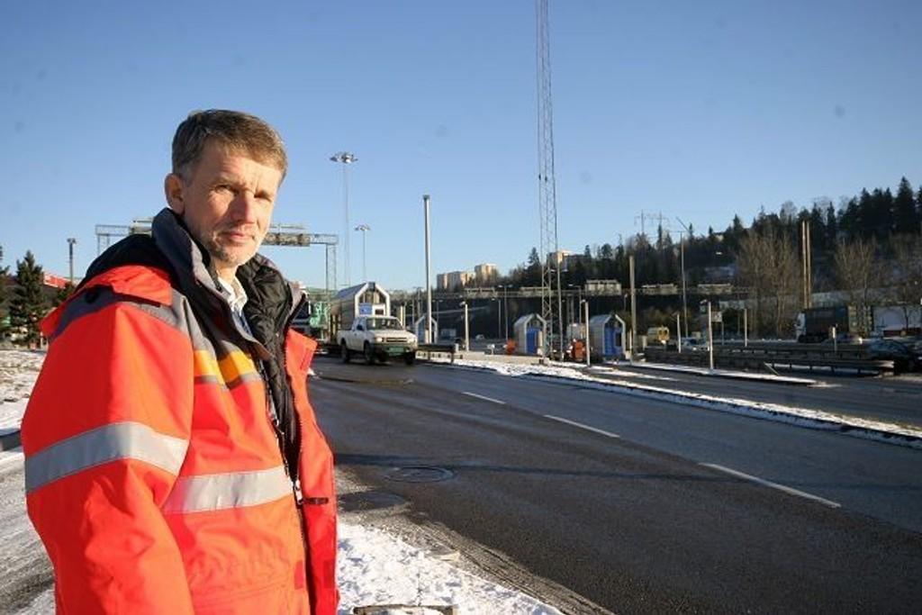 Prosjektleder Geir Kjønigsen i Statens vegvesen regner med at nølende bilister vil føre til at trafikken går noe tregere de første dagene etter at ny ordning er innført for bompassering.
