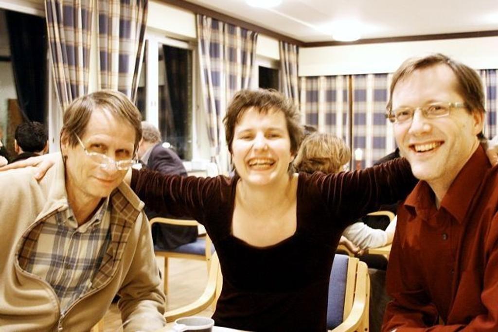 Bahá'í-troen er lite kjent i Norge, men Bjørn Hubendick, Thalia Borgen og Øystein Fjær gjør sitt for å spre det glade budskap.
