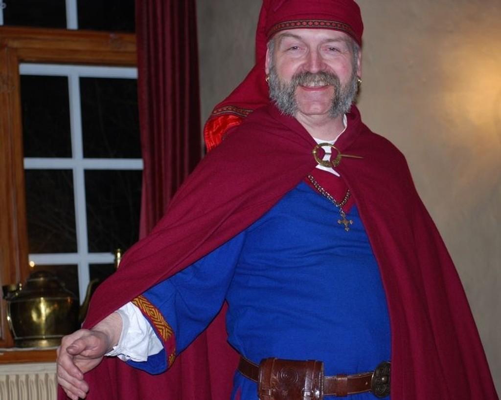 Harald Ekfelt syr sine egne middelalder-kostymer.