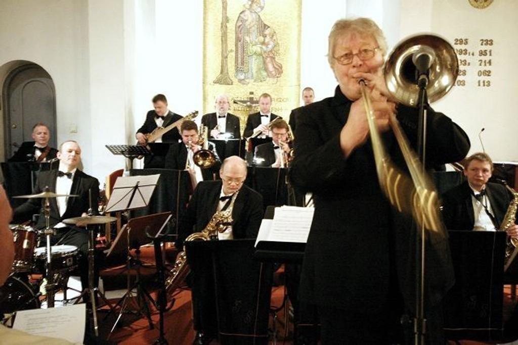 Gardermusikernes Storband og solist Frode Thingnæs fylte søndag kveld Høybråten kirke med flott og variert musikk. Det ville være rart om ikke taket løftet seg et par cm i løpet av kvelden.
