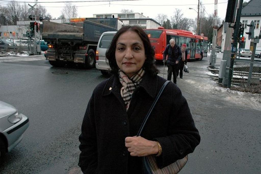 Yasmin Mujahid (A) har i mange år fulgt utviklingen i Vinderenkrysset og mener at nå må noe gjøres.