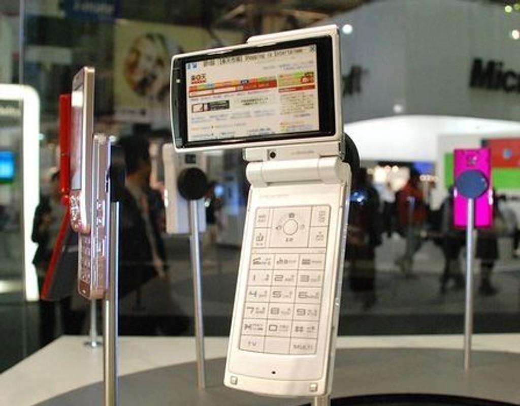 FREMTID: Noen av de mest spennende mobiltelefonene du ikke får se i Norge finnes i Japan.