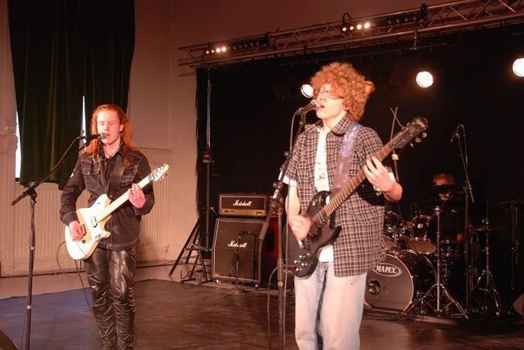 Elvira Håland, Selma Joner og Milla Joner danset for publikum.