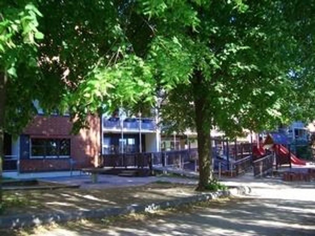 """""""Hundemannen"""" ble pågrepet av politiet mens han satt på en benk utenfor Grünerhagen barnehage i Sofienberggata."""