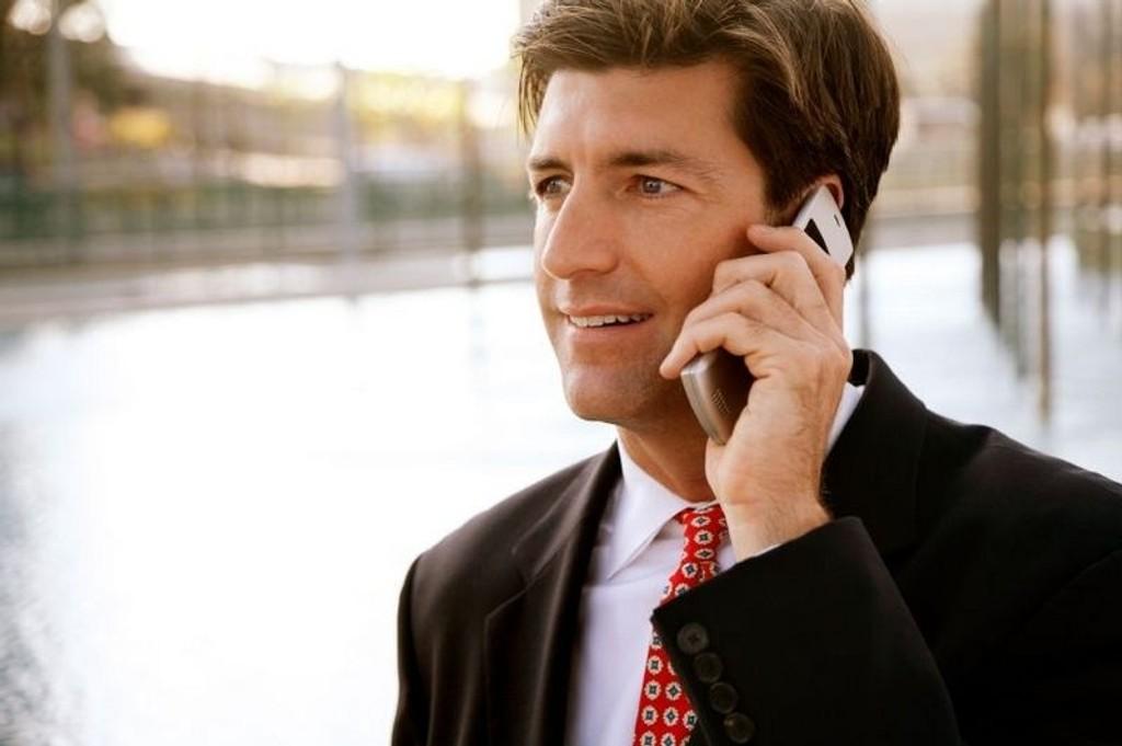 TEMA IGJEN: Farlig å snakke mye i mobiltelefon eller ikke?