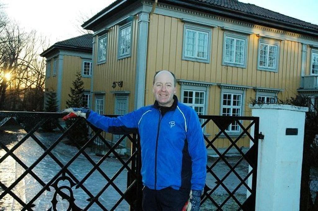 Bent Erik Bakken spør hvorfor det ikke skjer noe med den planlagte barnehagen i denne praktvillaen.