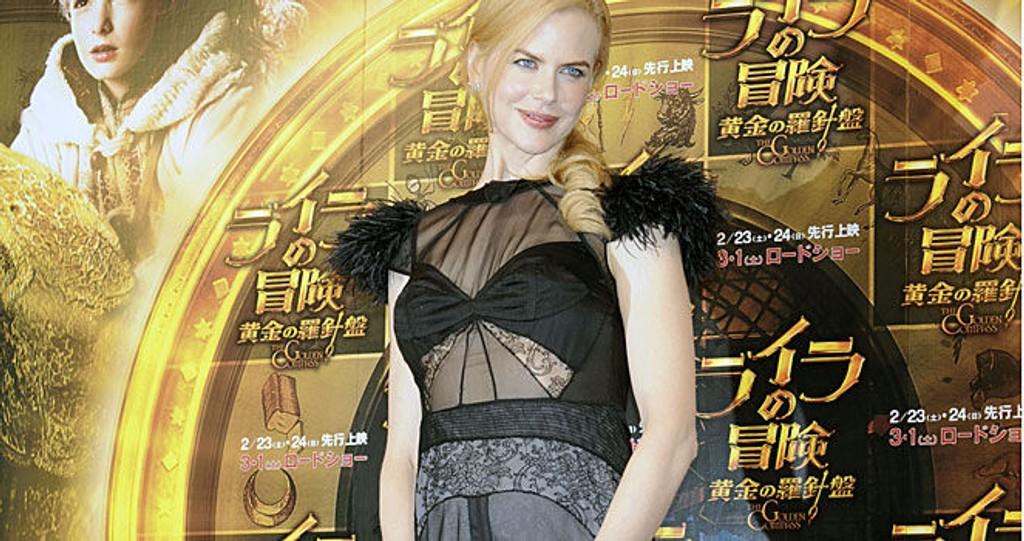 FÅTT MAGE: Nicole Kidman viste stolt frem sine voksende mage på filmpremiere. Trykk på forstørrelsesglasset til høyre for å se hele blidet.