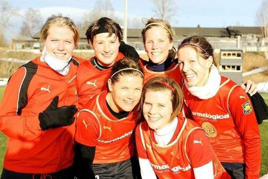 (Bak f.v.) Marthe Braavold Johansen (1-0), Solveig Haaland (4-0), Gunhild Herregården (7-0), Guro Knudsen (2-0 og 6-0). (Foran f.v.) Siri Nordby (3-0), Trine Stensaas (5-0).