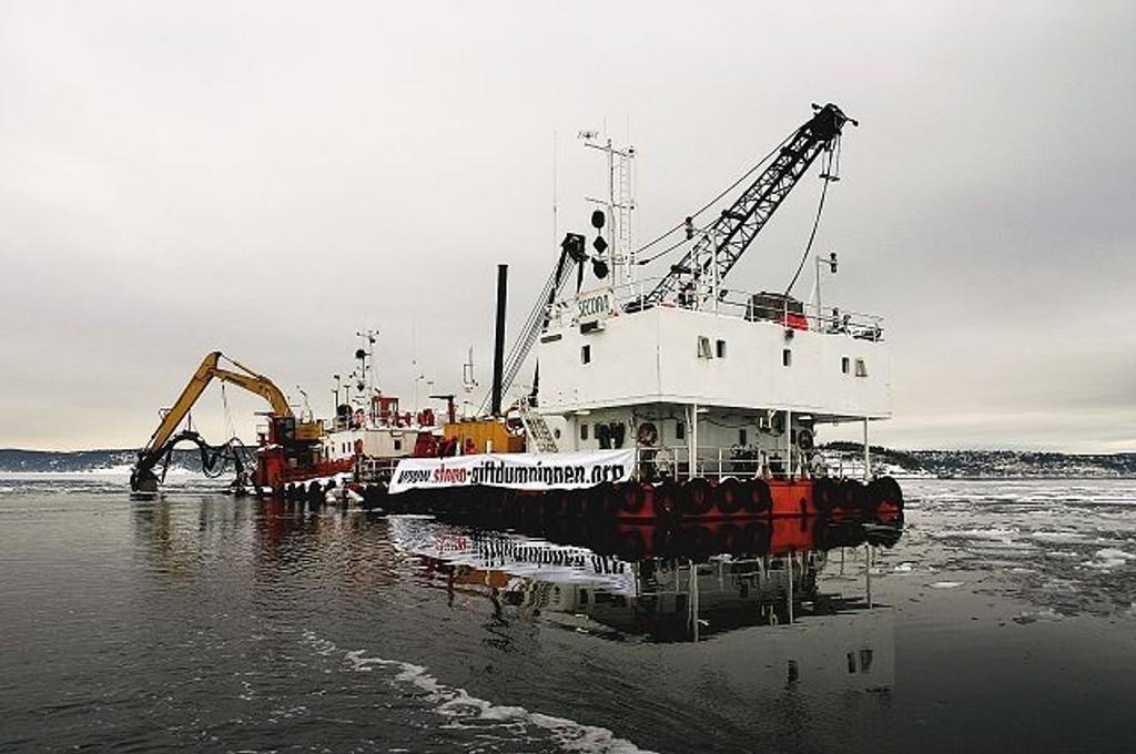 Tiltakshaver Oslo Havn og entreprenøren Secora er anmeldt for brudd på tillatelsen etter at Secora ved flere anledninger har dumpet masser i overflaten ved Malmøykalven.
