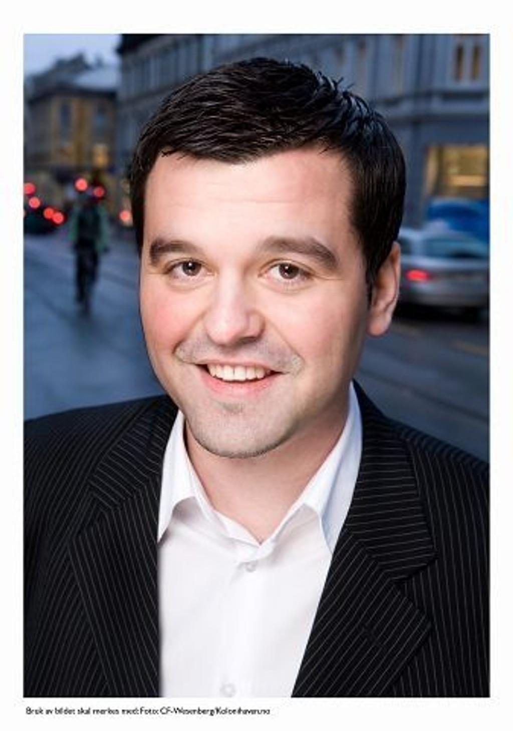 Daglig leder Edin Ljajic er en av meglerne i IHUS Majorstuens nyåpnede kontor midt i Bogstadveien.