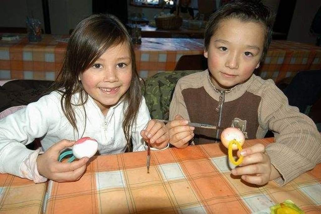 Louise (7) og Isaac (9) fra Bygdøy tok frem påskesmilet til ære for fotografen.