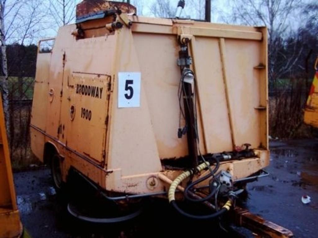 Det var en feievogn av denne typen 10-åringen havnet under i Stovnerbakken.