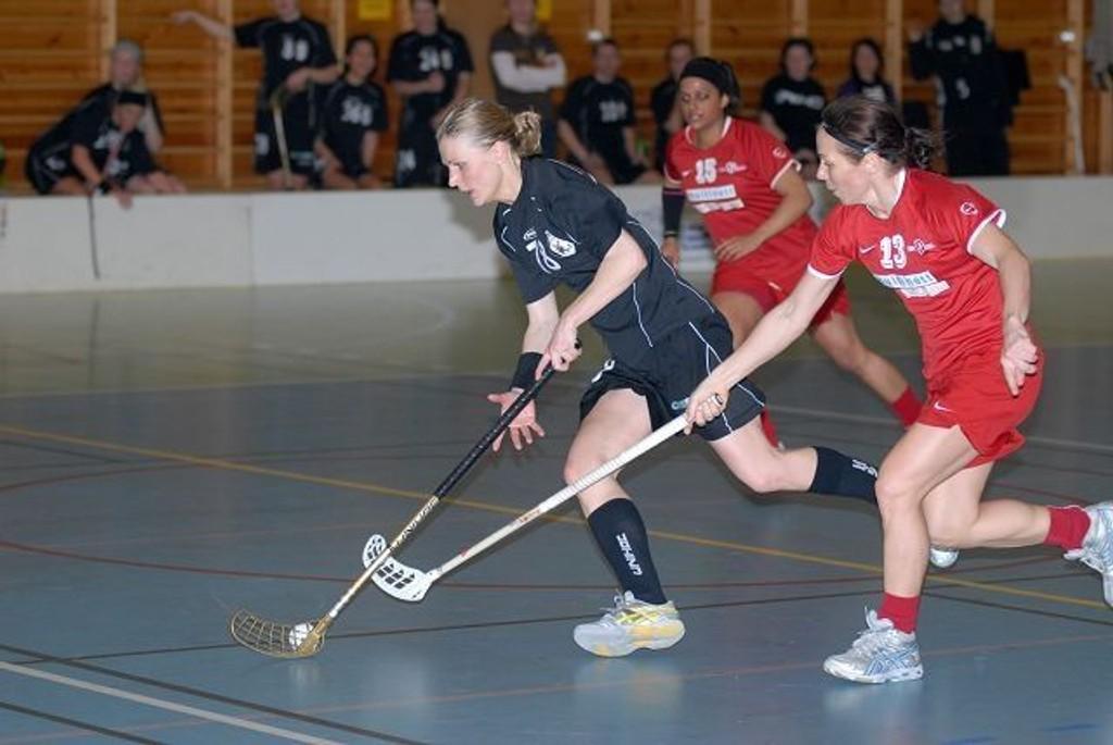 Elisabeth Kraft (t.v.) og Akerselva tapte den første semifinalen, men har fortsatt sjansen til å nå finalen.