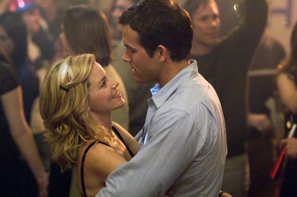 """KLISS: Filmer hvor handlingen dreier seg rundt livets små kjærlighetsdramaer får sjelden toppkarakter. Her en for noen rørende, for andre kvalmende scene fra kinoaktuelle """"Helt sikkert, kanskje"""". (Alle foto: Filmweb)"""