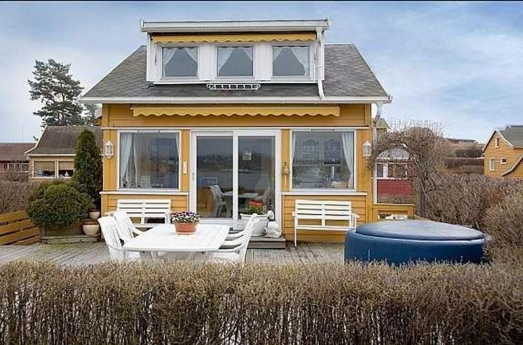 - Dette er den desidert dyrest hytta vi har lagt ut for salg blant øyene i Oslofjorden, forteller Marius Berger hos Privatmegleren Presige. FOTO: MAREN THORSEN BLESKESTAD