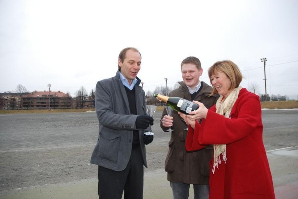 Knut Even Lindsjørn, Andreas Behring og Erna Kahlbom mener SV har vunnet kampen om Frogner Stadion. - Nå kan utbyggen begynne, for nå er planen om parkeringshus skrinlagt, sier de.